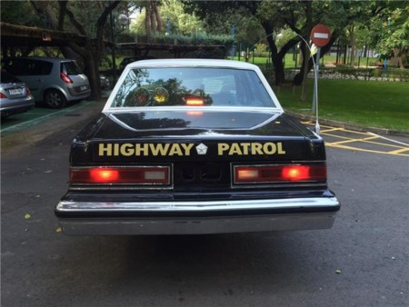 Dodge Diplomat coche policía trasera