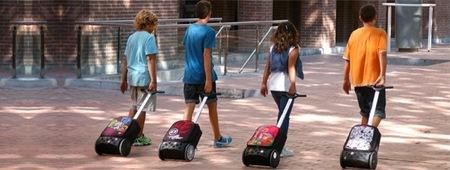 La mochila roller de Nikidom es un trolley ergonómico con ruedas enormes para que los peques lo lleven al colegio
