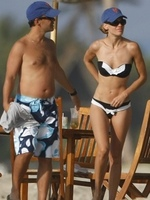 Hilary Swank luce cuerpazo en Hawái