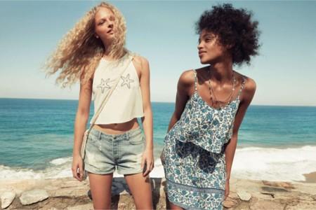 Jóvenes y a la moda. Así es la nueva colección de verano de H&M Divided