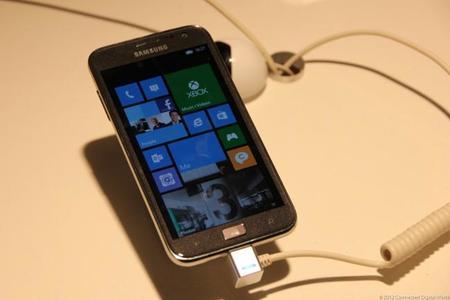 Samsung y Microsoft quieren competir con Blackberry en el mundo empresarial