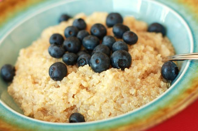 Quinoa cocida con arándanos