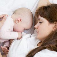 ¿Tu bebé sólo se duerme en el pecho? Tranquila, es normal