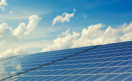 Repsol comienza a construir una enorme planta de energía solar en Badajoz que estará operativa en 2021