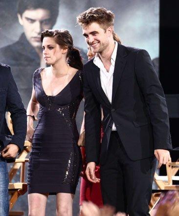 Los looks de Kristen Stewart en la gira de la última película de Crepúsculo: Eclipse. Robert Pattinson