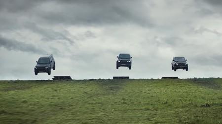 Land Rover Defender 007