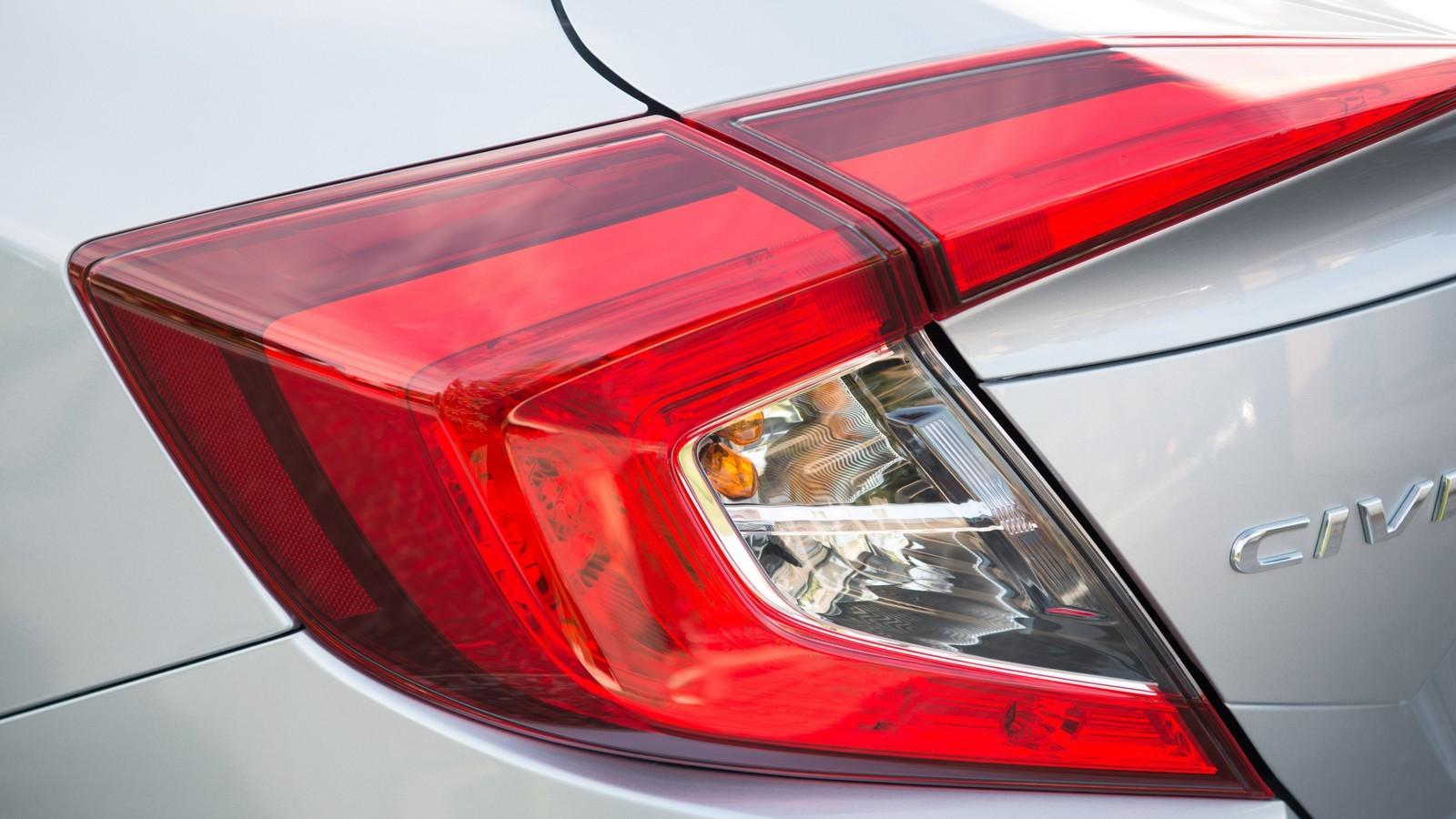 Foto de Honda Civic 4 puertas (16/37)