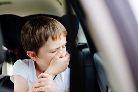 niño se marea en el coche