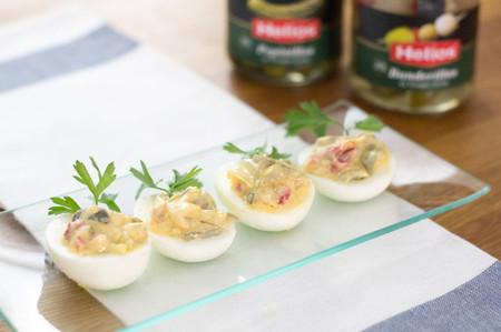 Aperitivo de Navidad: Huevos rellenos con encurtidos y mayonesa de mostaza
