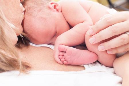Ser madre tras el cáncer de mama es posible: el gran triunfo de la vida