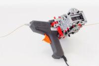 Una impresora 3D creada a partir de una pistola de pegamento y LEGO