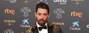 Adrián Lastra va del camuflaje más elegante  que se pueda llevar a una red carpet con su look de Dsquared2 para los Premios Goya 2021