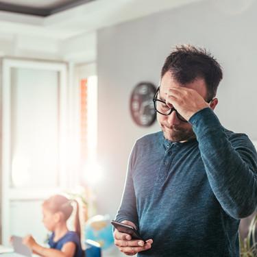 Suelta el smartphone: te hace más distraído e impide crear una conexión cercana con tus hijos