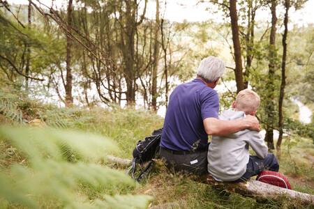 Cómo explicar a los niños el Alzheimer y claves para que aprendan a tratar a los abuelos con esta enfermedad