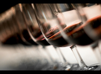Manchas de vino que desaparecán con estos trucos