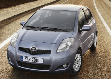 Toyota Yaris 2010 800x600 Wallpaper 02