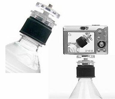 Improvisa un trípode en un botellín de agua