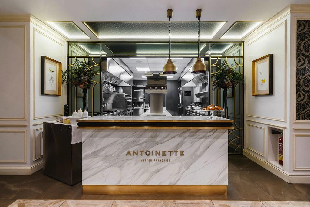 Estilo clásico con toques barrocos y contemporáneos en la brasserie parisina Anoinette en Madrid