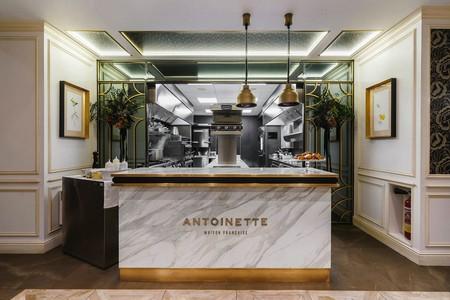 Estilo clásico con toques barrocos y contemporáneos en la brasserie parisina Antoinette en Madrid