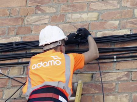 Adamo suma 170.000 hogares tras comprar cinco redes en España y busca alcanzar el millón a finales de año