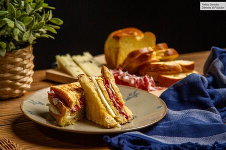 Bikini gourmet con pan brioche, ibérico y queso trufado, receta del sándwich de jamón y queso más pijo (con vídeo incluido)