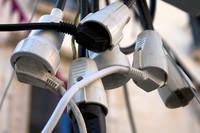 Las eléctricas devolverán unos 300 millones de euros cobrados en exceso a los consumidores
