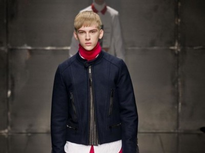 Moda para hombres: es el momento del cuello vuelto