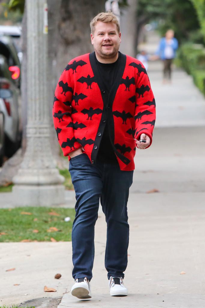 James Corden Celebra Halloween Con Un Cardigan De Lo Mas Cool Y Fashion Firmado Por Gucci 1