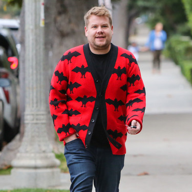 James Corden celebra Halloween con un cárdigan de lo más cool y fashion firmado por Gucci