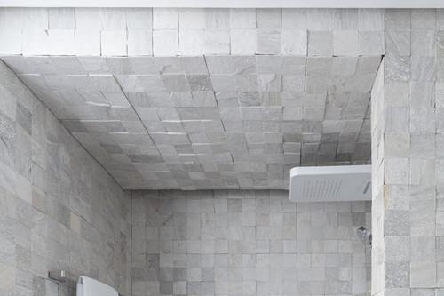Cambiar una bañera por ducha, hablamos con una experta de Leroy Merlin que nos cuenta todo lo que tienes que tener en cuenta para realizar el cambio