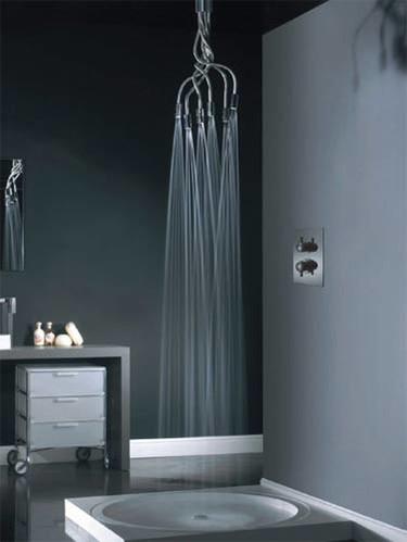Una ducha diferente: la ducha-tentáculo