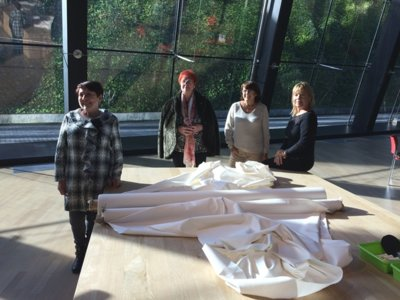 Encuentro con las costureras de Balenciaga: así se trabajaba en un taller de Alta Costura