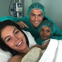 Cristiano Ronaldo fue padre de Alana Martina, su cuarta hija, y por primera vez estuvo presente en el parto