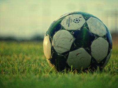Acuerdo entre Mediapro y Movistar: la operadora emitirá la Champions y el fútbol de las próximas temporadas