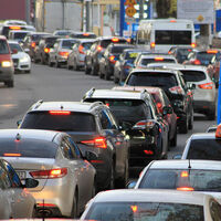 """Protestas ante el veto a los coches sin etiqueta en Madrid: una medida """"discriminatoria"""", según asociaciones de conductores"""
