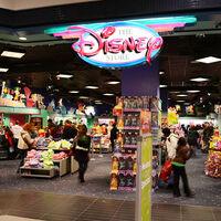 Ni siquiera Disney resiste ante Amazon y el e-commerce: cerrará casi todas sus tiendas en España