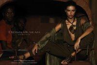 Donna Karan campaña Primavera-Verano 2012: Ave Adriana (saluda a la reina)