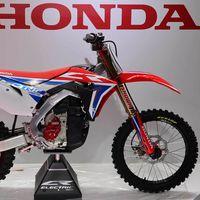 Así corre, salta y suena el prototipo de moto eléctrica offroad de Honda, la CR Electric Proto