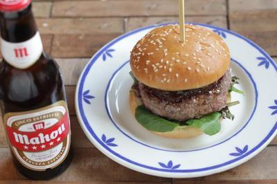 Hamburguesa con corazón de foie y cerveza Mahou, en armonía perfecta