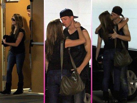 ¿A quién besa Ashley Greene?