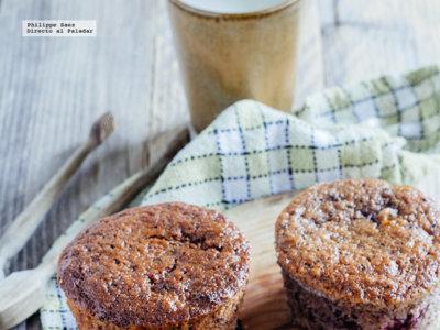 Muffins de frutas rojas y plátano. Receta fácil