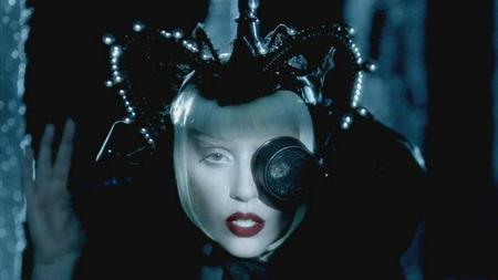 Viendo a lo que quiere que huela Lady Gaga su primera fragancia, lo mismo es la última