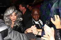Lady Gaga vuelve a llamar la atención con su melena...