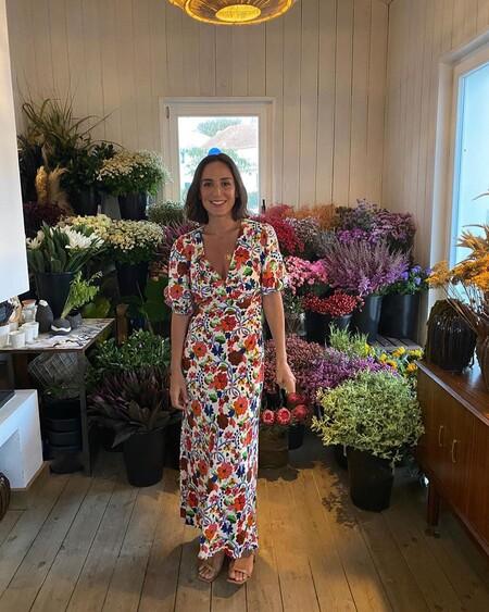 Siete alternativas low-cost al vestido floral largo de Tamara Falcó para lucir este estampado en entretiempo