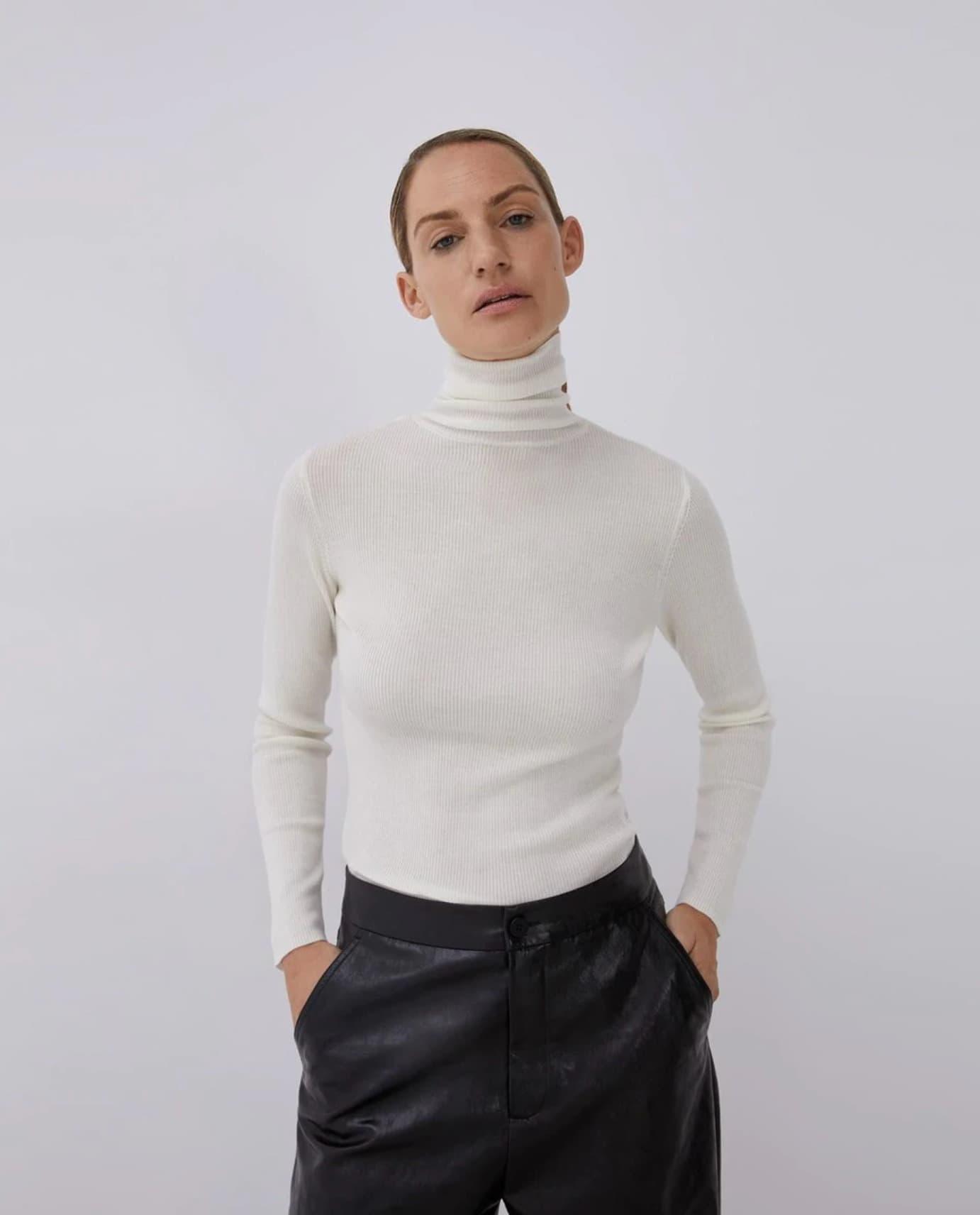 Jersey de mujer de lana merino con cuello alto