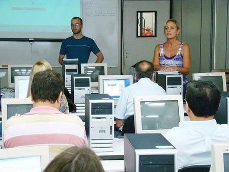 El Gobierno sustituirá los 426 euros por una ayuda para la formación