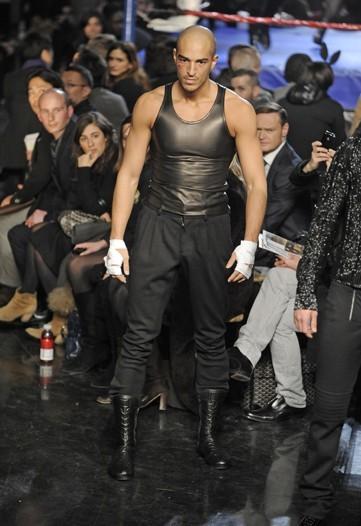Foto de Jean Paul Gaultier, Otoño-Invierno 2010/2011 en la Semana de la Moda de París (12/14)