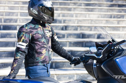 Probamos la chaqueta Icon 1000 Oildale: cómoda, bien equipada y con influencias retro por 200 euros