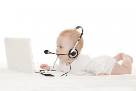 Bebé aprendiendo a hablar