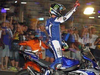 El vídeo de Suzuka, con la Yamaha surcando la noche y Pol Espargaró homenajeando a Luis Salom